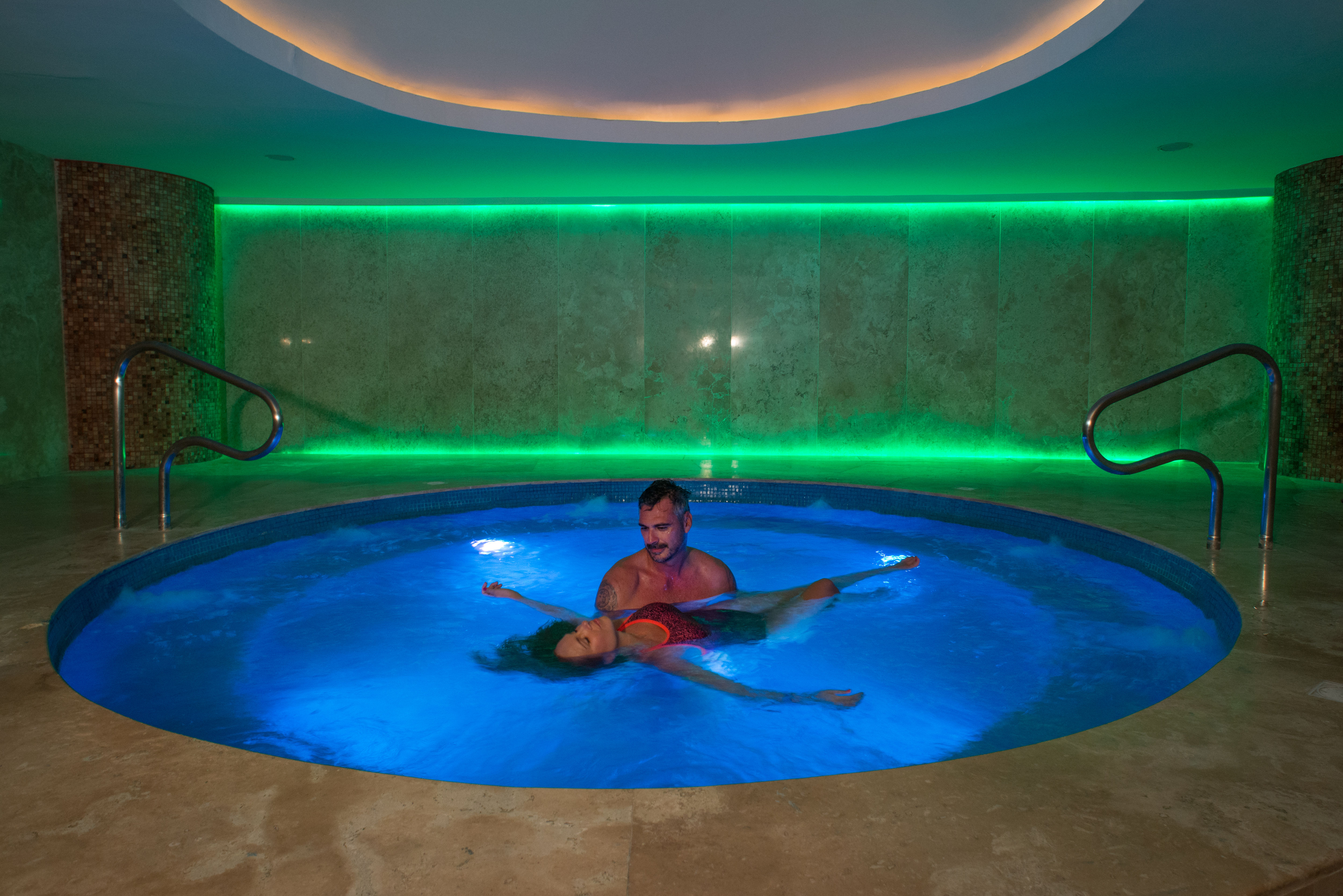 Couple-in-Spa-Jacuzzi